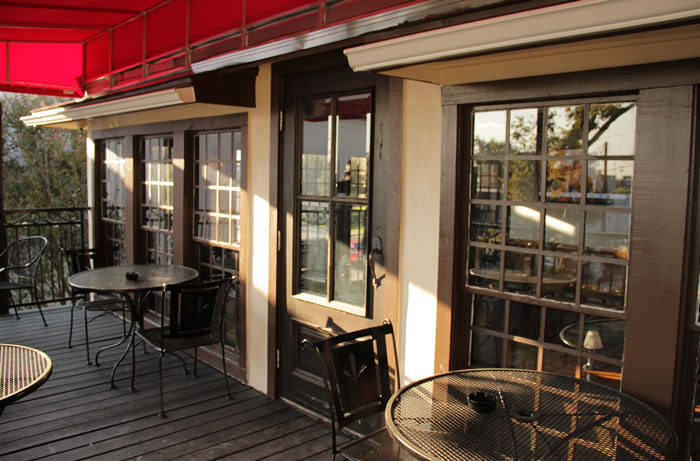 Capone's outdoor patio